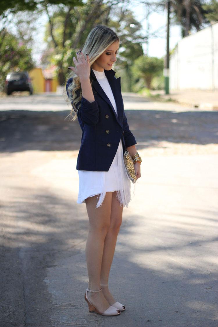 Vestido branco com azul marinho