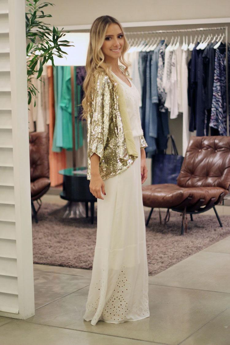 look-ateen-reveillon-quimono-casaco-paete-dourado-ateen-vestido-longo-branco-ateen-sandalia-louboutin