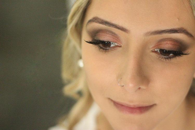 maquiador-leo-batista-maquiagem-rosa-e-marrom-cabelo-loiro-ondulado