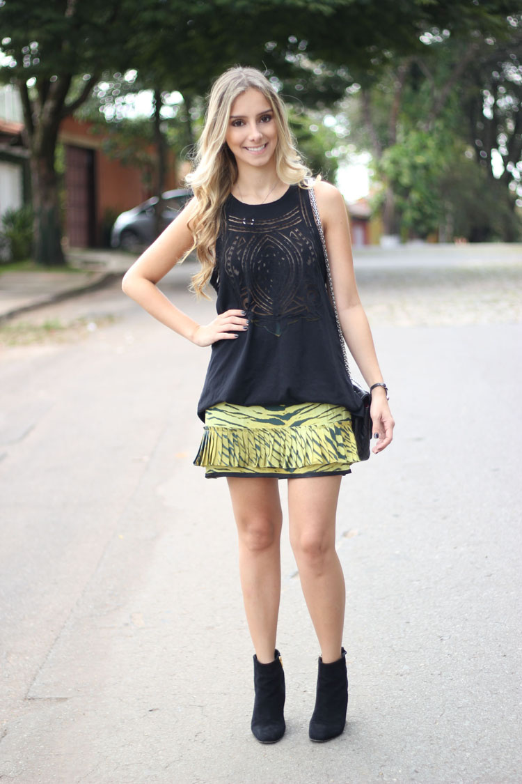 look-da-onca-animale-regata-tranparencia-tule-animale-saia-tigre-neon-animale-estampa-tigresa-verde-animale-bolsa-chanel-bota-luiza-barcelos