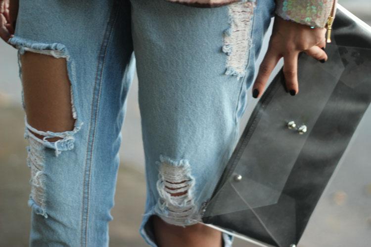 look-da-onca-blazer-paetes-rosa-furta-cor-la-vi-camisa-tigre-la-vi-ripped-jeans-drestroyed-la-vi-scarpin-spikes-pigalle-bolsa-transparente-la-vi