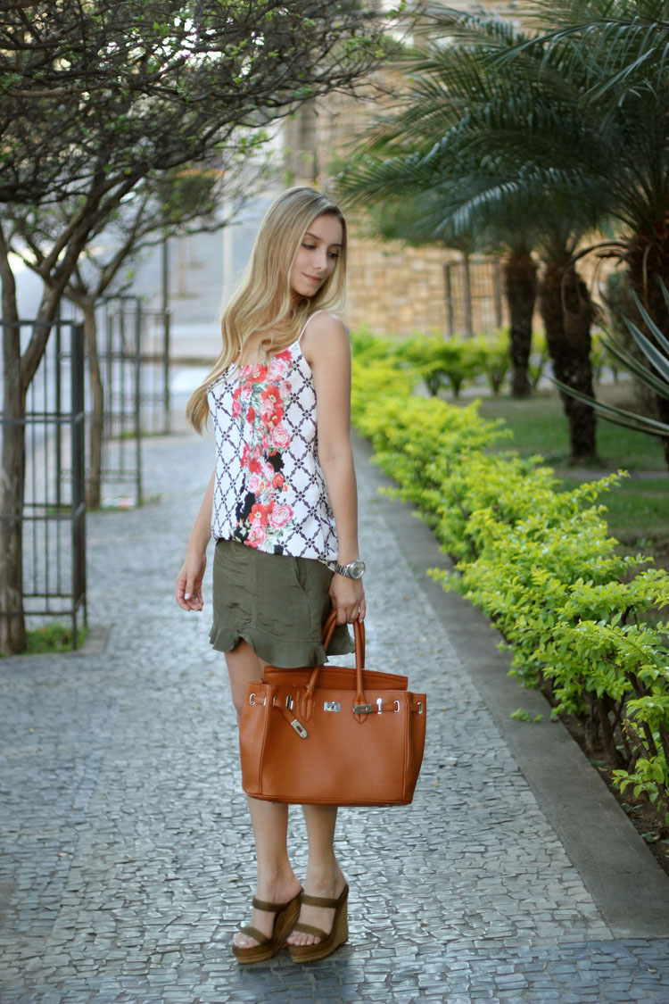 look-da-onca-tamanco-louboutin-camiseta-floral-poizon-cymbelline-saia-militar-thelure-birkin-inspired