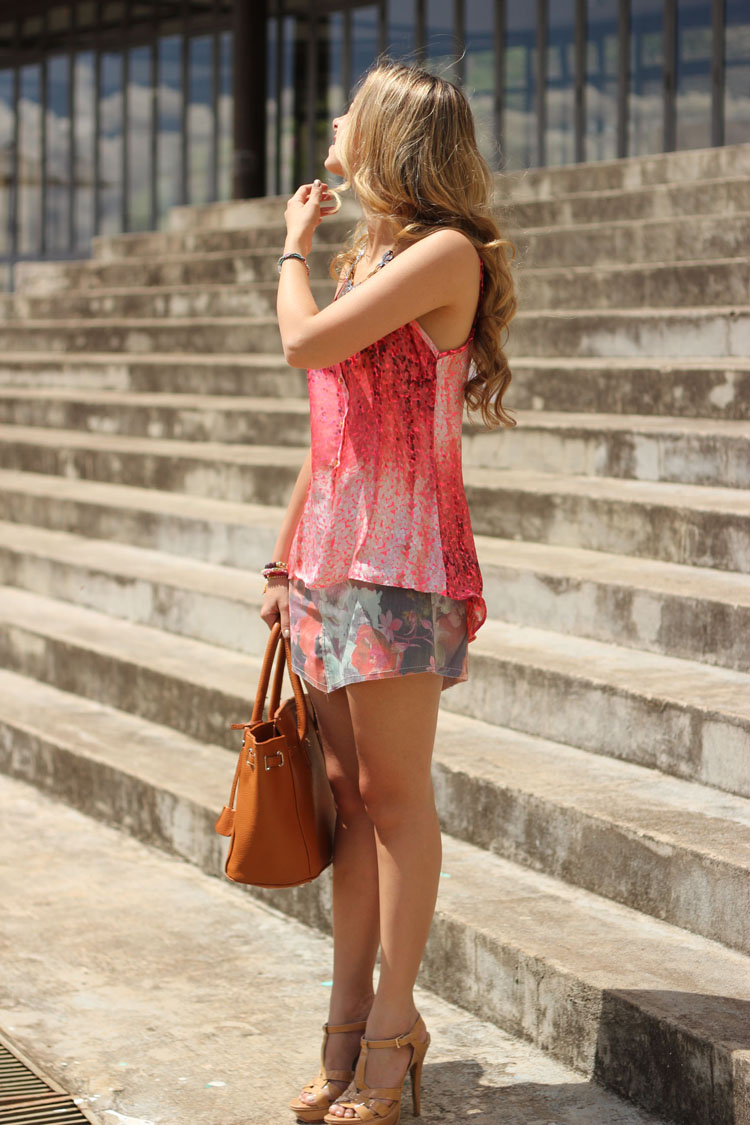 look-da-onca-libertis-saia-jeans-floral