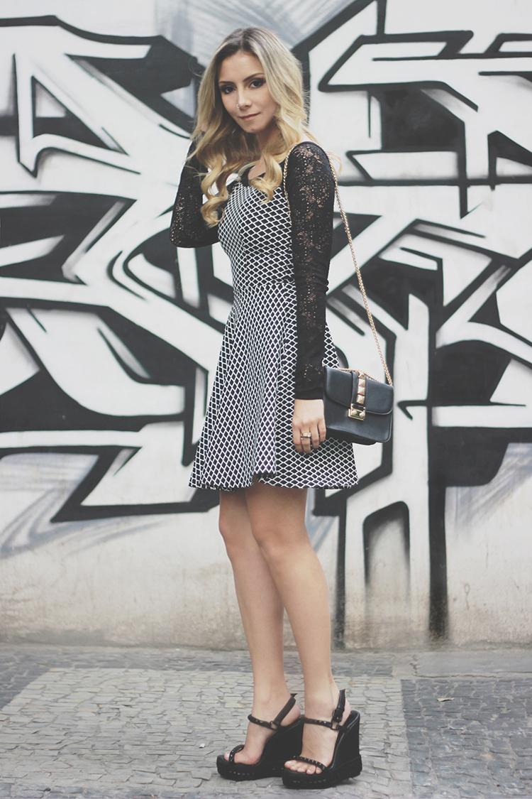 look-da-onca-vestido-preto-e-branco-shape-princesa-rodado-tricot