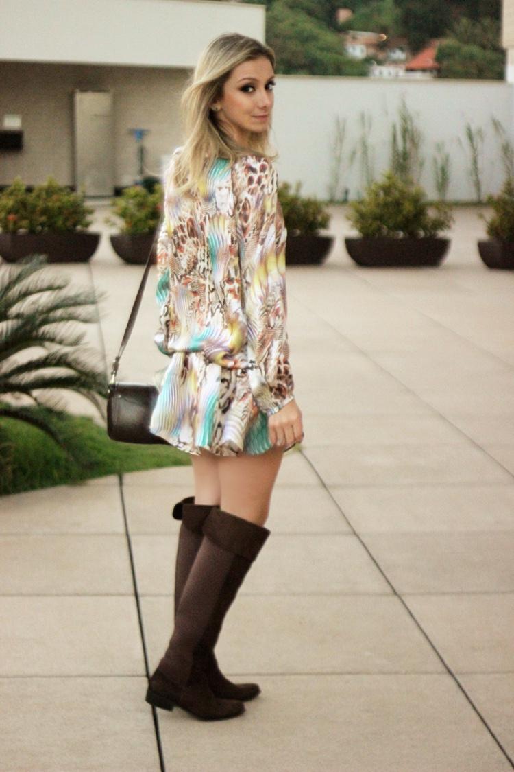 look-da-onca-bota-shoestock-vestido-almada-store-bolsa-givenchy-bata-vestido-estampado-bota-over-the-knee-sem-salto
