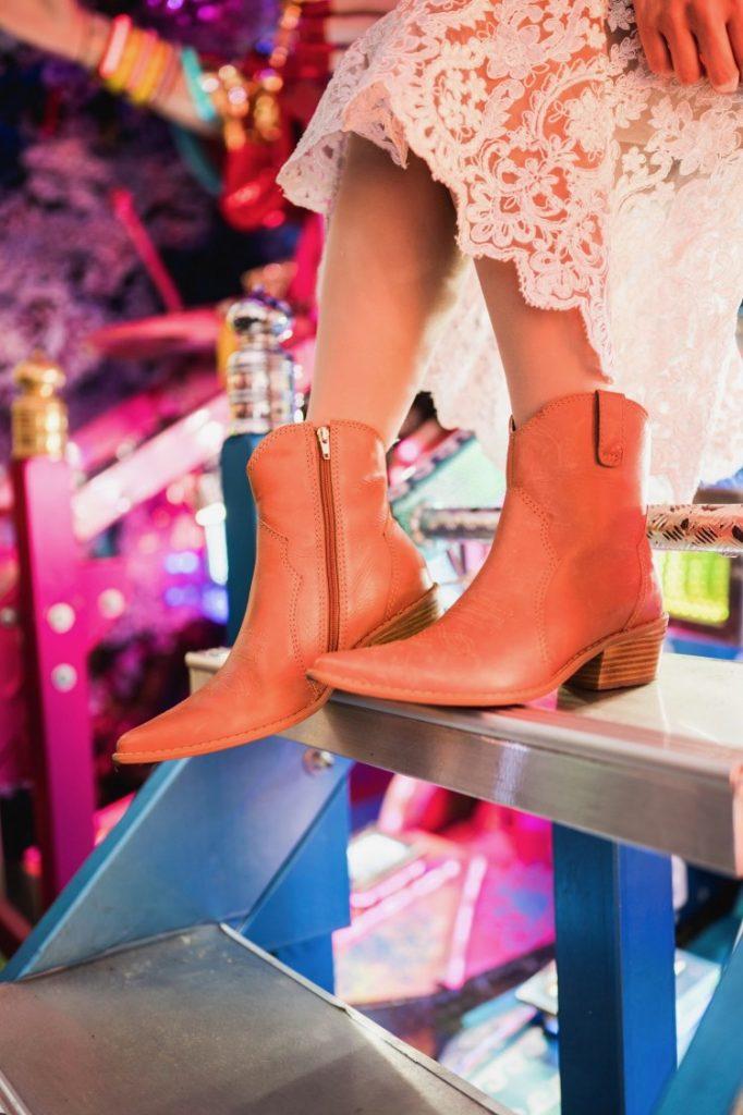 truque-de-styling-mix-de-temperaturas-frio-calor-tricot-saia-fluisa-transparente-bota-western-boots-tendencia-deborah-zandonna-japao-harajuku-kawaii
